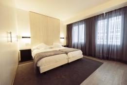 hotel-lois.jpg